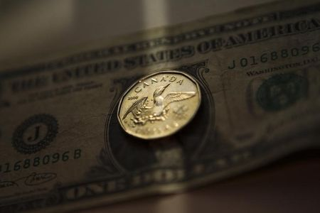 Greenback gains some ground vs. loonie on declining oil prices