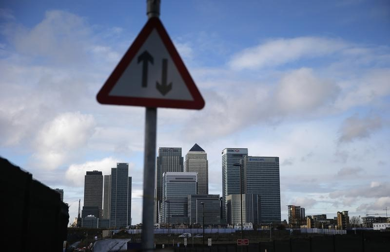© Reuters.  Growing Islamic finance firms lobby Britain for tax relief
