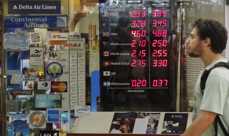 © Reuters.  Banco central argentino subasta letras 'Leliq' a 44,356 pct: operadores
