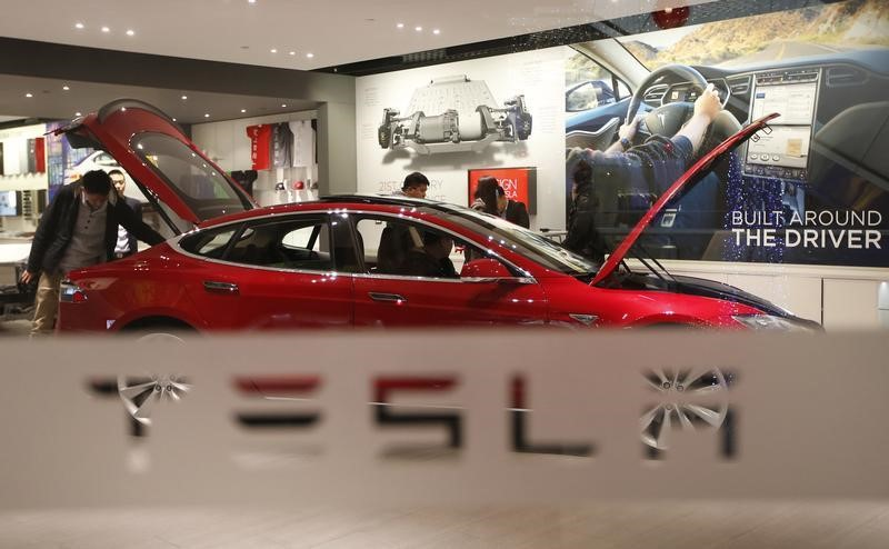 Tesla Falls Midday as Communications Chief Steps Down
