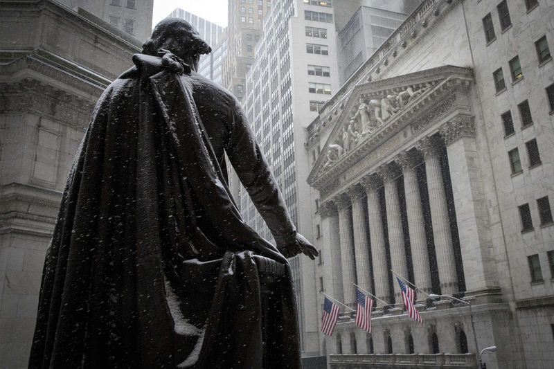 © Reuters.  Los índices de Estados Unidos cierran al alza; el Dow Jones Industrial Average avanza un 0,89%