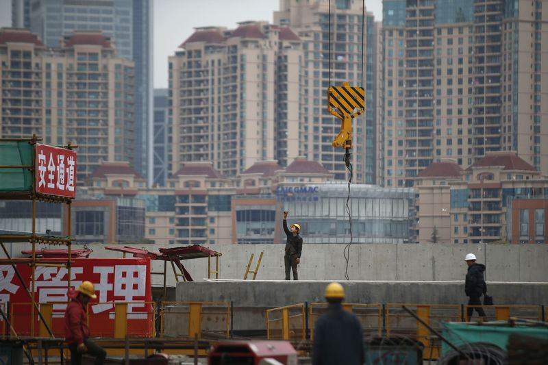 © Reuters.  More Chinese cities impose property control measures