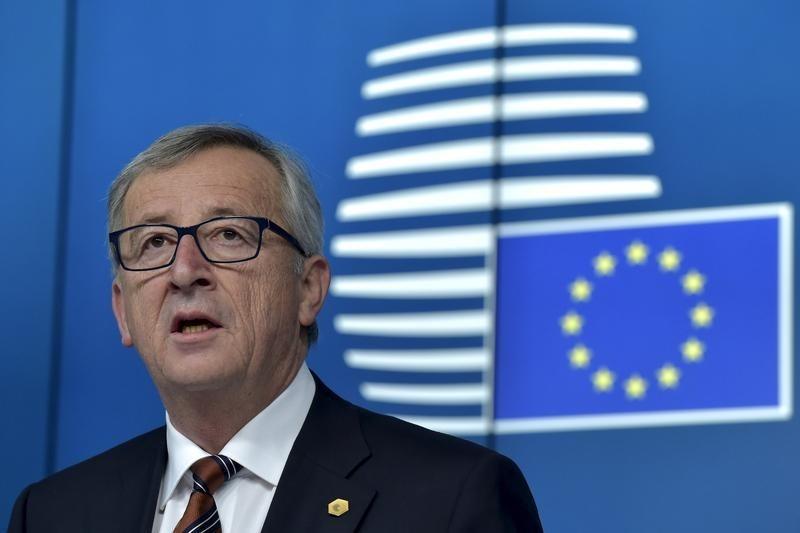 Reuters.  Юнкер считает, что Меркель достойна занять руководящий пост в ЕС