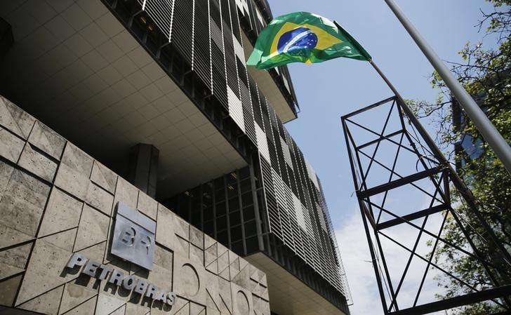 © Reuters.  Petrobras corrige resultado e cai mais de 2% mesmo com definição de novo CEO