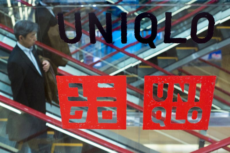 Uniqlo's operator cuts earnings outlook by 11% By Investing.com