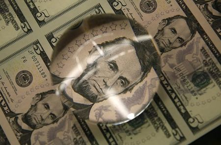 Dollar gains ground vs. other majors as risk sentiment wanes