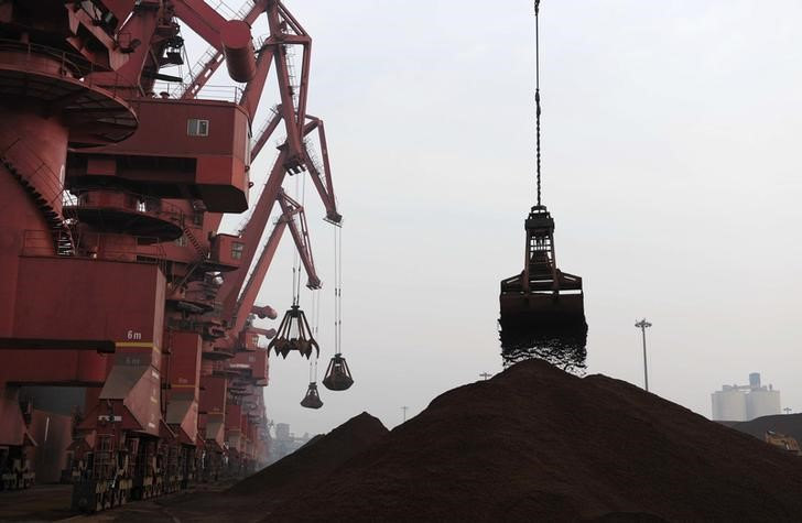 © Reuters.  RPT-COLUMN-Vale iron ore dam disaster may force China steel mills to change: Russell