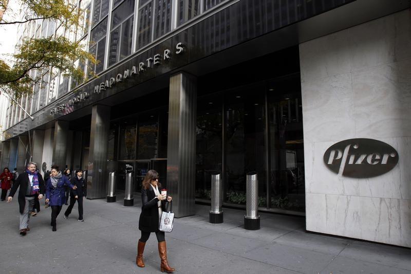 © Reuters. Pfizer Rises 3%