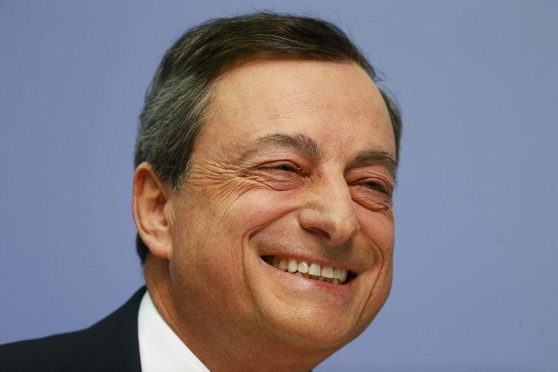 © Reuters.  Оптимизм Марио Драги ускорил рост курса евро