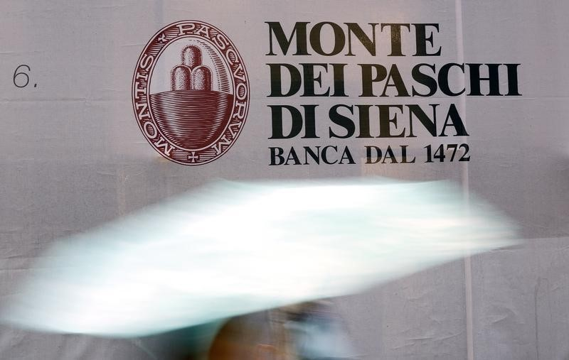 © Reuters.  Banking mergers in Italy could make system more solid: govt official