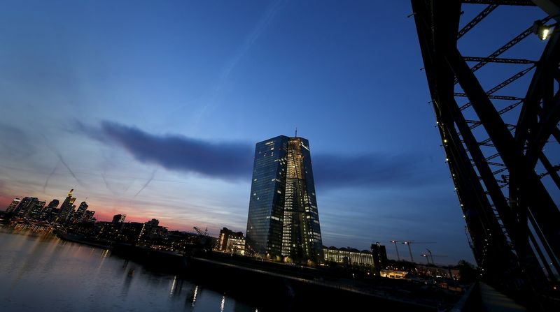 © Reuters.  ECB considers putting climate change risks in future bank stress tests