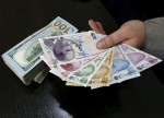 Dolar/TL 5,47'ye gerileyerek Cuma günkü kazançlarını sildi