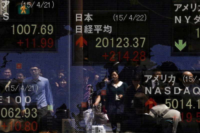 Asian Stocks Mostly Up Ahead of Presidential Debate and Chinese Economic Data