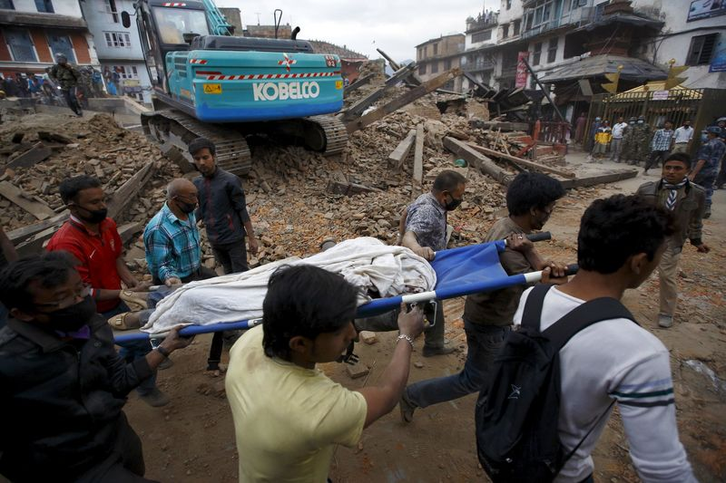 © Reuters.  Flooding and landslides kill more than 30 in Nepal -officials