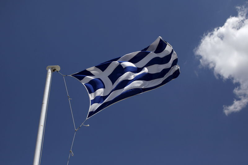 © Reuters.  ΝΕΟ 1-Κομισιόν: Η Ελλάδα πρέπει να εφαρμόσει τις νομοθετημένες μειώσεις συντάξεων