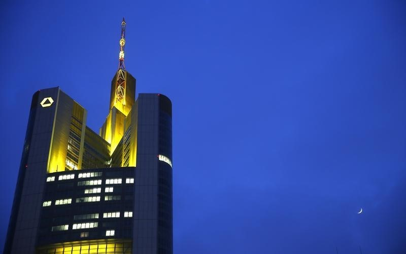 Polens größte Bank PKO wirft Auge auf Commerzbank-Tochter mBank Von Re