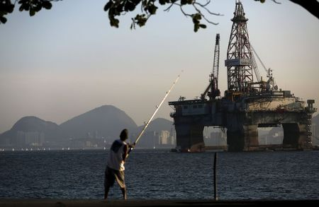 UPDATE 1-Sri Lanka's oil firm workers call off strike over India deal