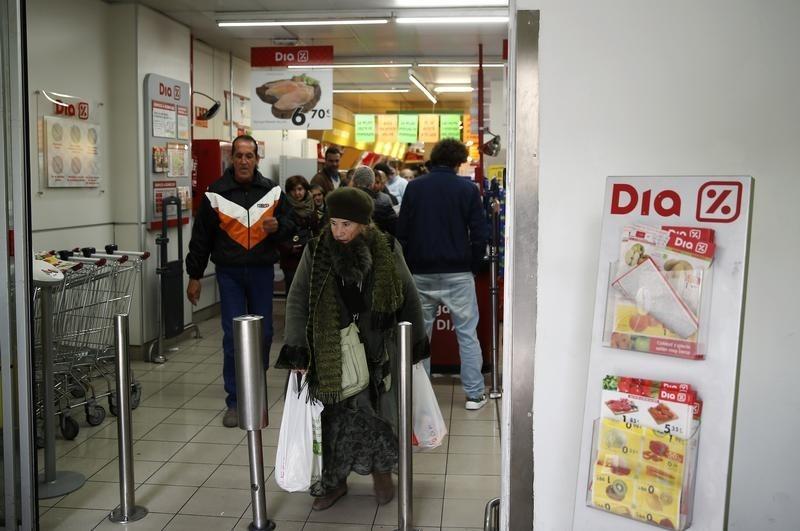 © Reuters.  Sabadell mantiene consejo de compra sobre DIA, Atresmedia y Mediaset