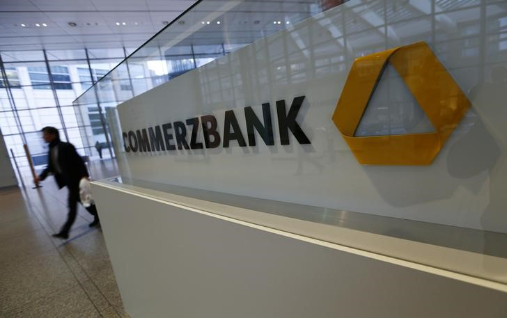 © Reuters.  Commerzbank, other banks join UBS and IBM trade finance blockchain