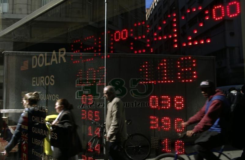 © Reuters.  Las reservas de divisas de China suben a 3,10 billones dólares en septiembre