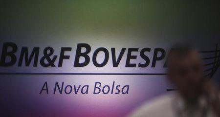 BOVESPA-Índice fecha em queda de 1,55% com cautela em dia de agenda cheia