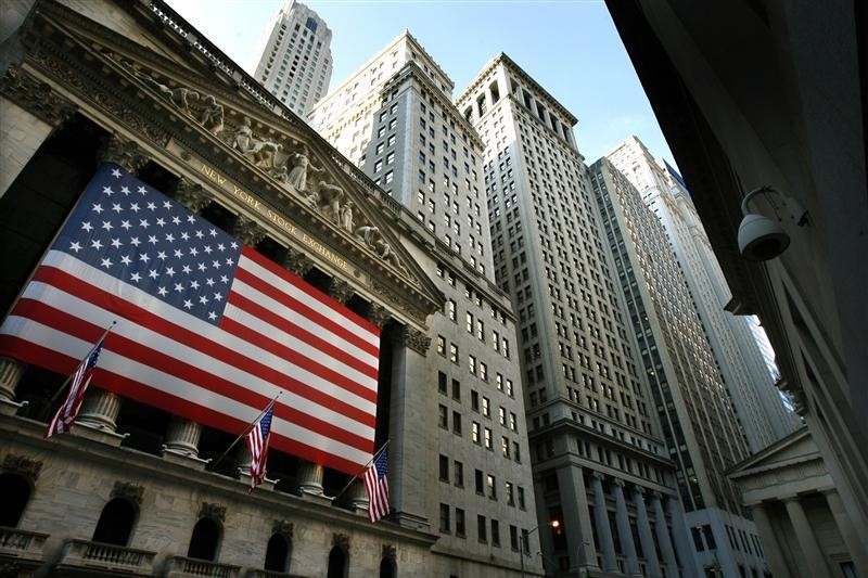 © Reuters.  U.S. stocks lower at close of trade; Dow Jones Industrial Average down 0.35%