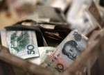 Forex - Yuan Moves Higher on Positive Trade News; Aussie Dollar Dips