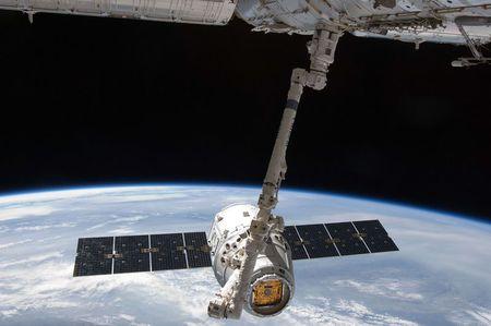 STM con SpaceX di Elon Musk: rumor su un accordo sostengono il titolo