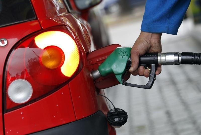 © Reuters.  Preços da gasolina e do diesel sobem hoje nas refinarias