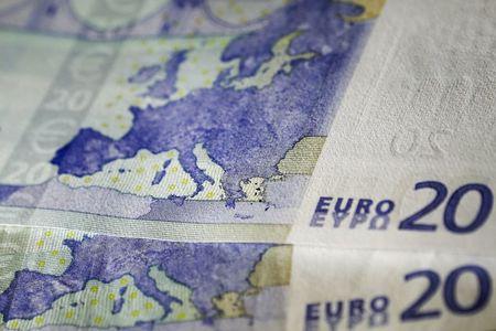 """العملات: """"اليورو"""" منتعش بفضل ألمانيا، والدولار ينتظر"""
