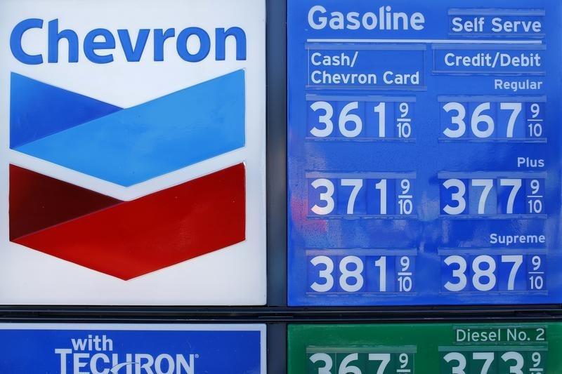 © Reuters. Chevron Stock Falls 3%
