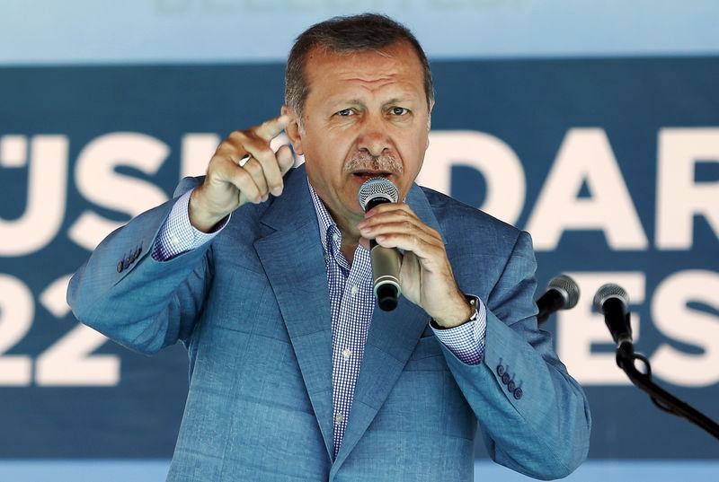 © Reuters.  Erdogan dreht durch: Wir werden zurückschlagen - Lira nimmt Kurs auf Rekordtief