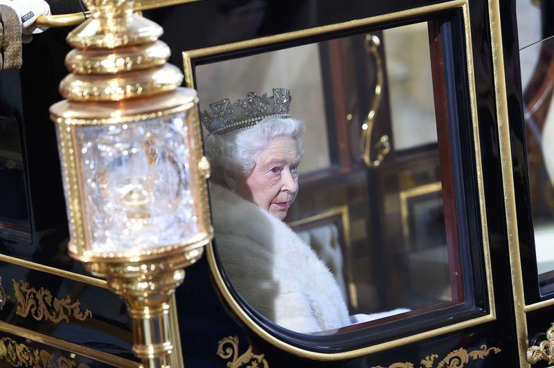 © Reuters.  The Queen's granddaughter marries in Gatsbyesque splendour