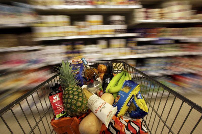 © Reuters.  U.S. inflation rises 2.8% vs. 2.7% forecast