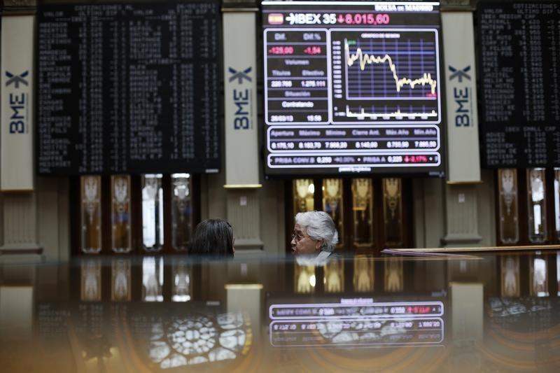 La Bolsa española pierde el 1,60 % por IAG y BBVA, que bajan más del 5 %