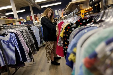 Sales at U.S. Retailers Increase in Sign of Steady Consumer