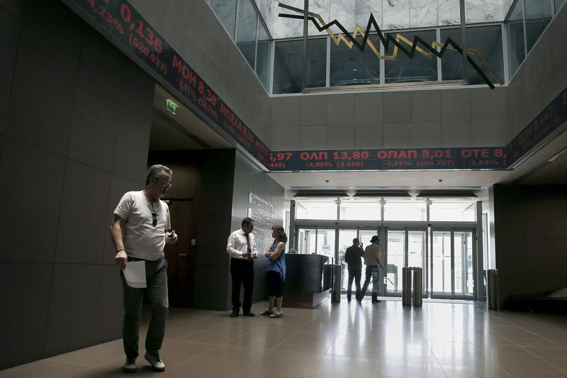 © Reuters.  Greece stocks lower at close of trade; Athens General Composite down 0.74%