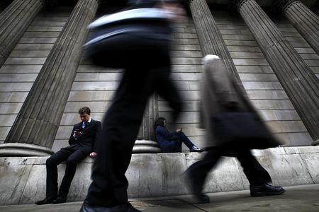 U.K. Government Bonds Drop After BOE Disappoints Market Doves