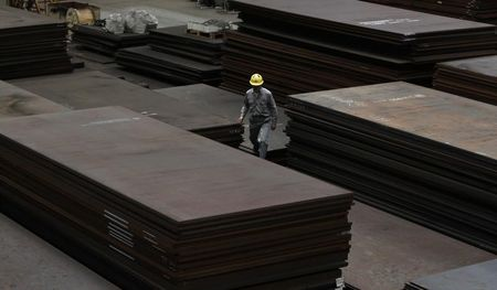 UPDATE 1-China iron ore extends losses to third day, seen falling further