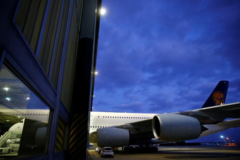 Lufthansa- und TUI-Aktie: Das müssen Investoren zu diesen Dividenden-T