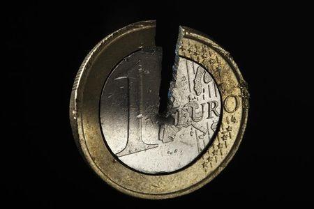 المستثمرون يقلصون مراكز شراء اليورو قبل إجتماع البنك المركزي الأوروبي