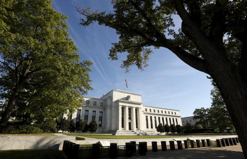 © Reuters.  MortgageInvestors Seek Higher Ground Before Fed's $1.7 Trillion Flood