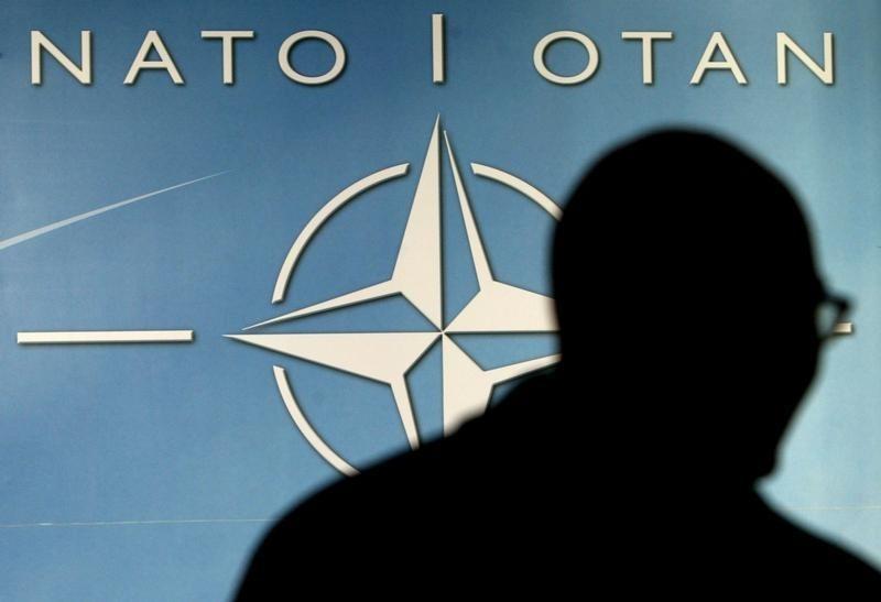 НАТО перебрасывает войска к границе России