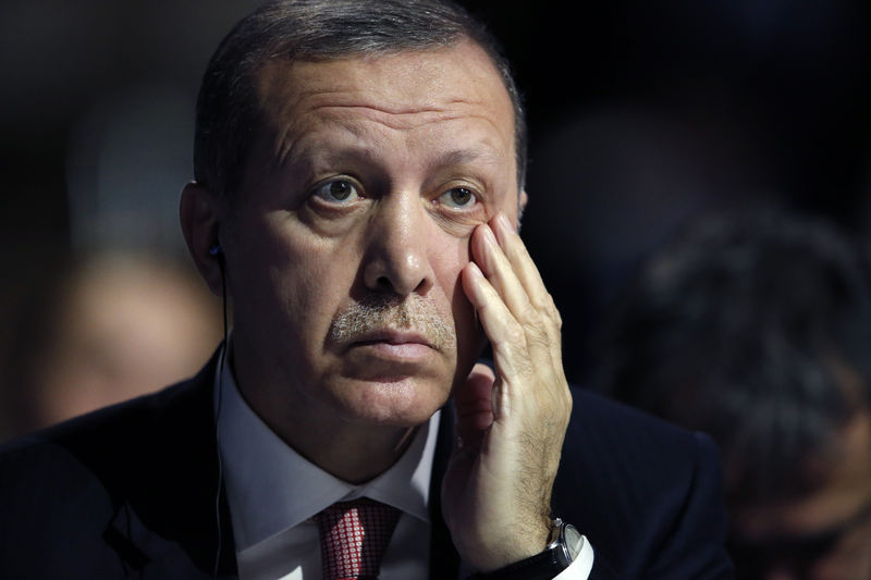 © Reuters.  Erdogan Reminds Traders That the Lira Is Treading on Thin Ice