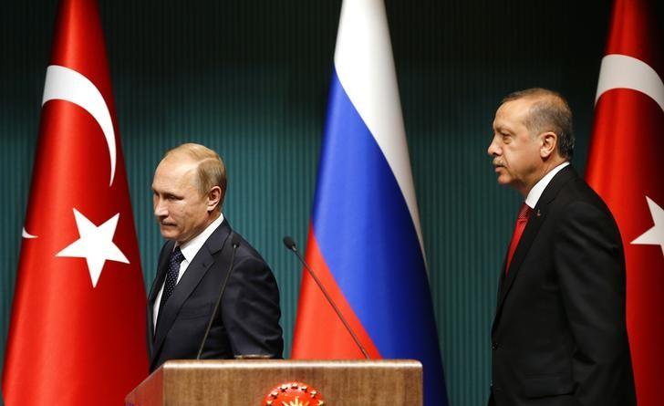 © Reuters.  Erdoğan ve Putin telefonla görüştü, Türkiye ve Rusya arasındaki ekonomik ticari ilişkilerin olumlu seyir izlemesinden memnuniyetlerini dile getirdi--Cumhurbaşkanlığı kaynakları
