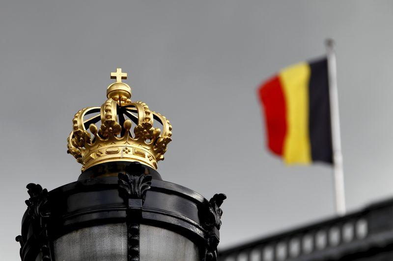 © Reuters.  Belçikalı bakanlar şüpheli bombacının ellerinden kaçtığı açıklaması üzerine istifalarını sundu; istifalar kabul edilmedi