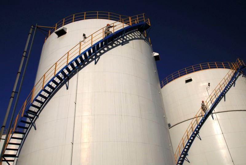 © Reuters.  Рост запасов нефти в США за неделю превысил прогнозы -- API