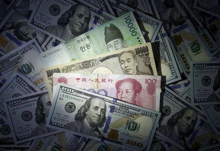 Доллар ждет трудовую статистику США, может показать рекордное за месяц недельное снижение