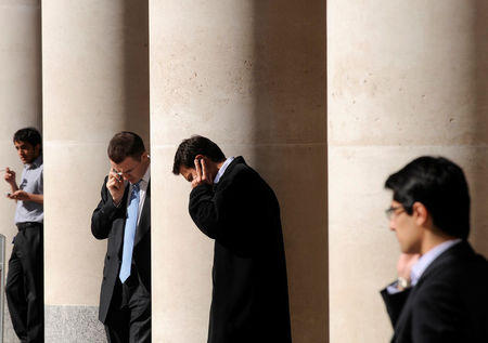 英国股市收低;截至收盘Investing.com 英国 100下跌1.26%