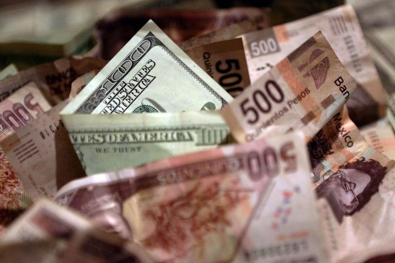 © Reuters.  Peso mexicano gana ante debilitamiento de dólar, mercado espera inflación EEUU